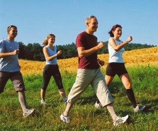 Caminhar com a intensidade certa emagrece e define o corpo