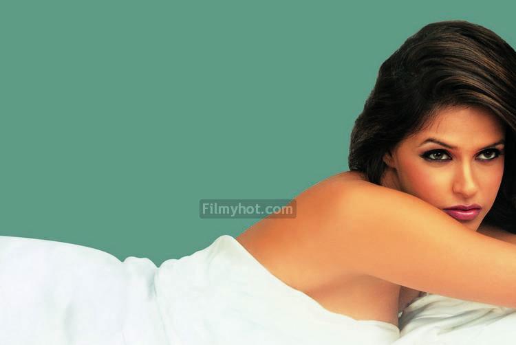 Neha Dhupia Hot Kiss
