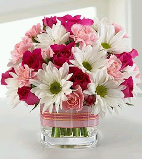 Centerpieces and Floral Arrangements for Mother's Day