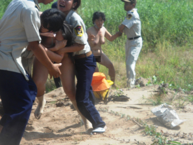 Khi người phụ nữ Việt Nam trần truồng