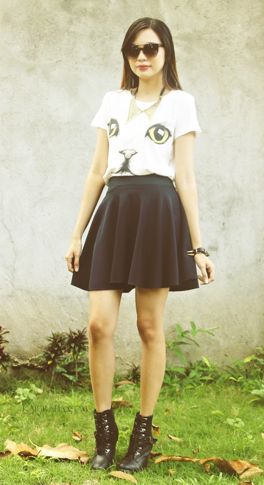 How to wear a black skater skirt