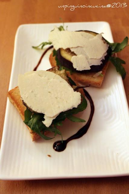 bruschette con rucola, fichi e ricotta salata