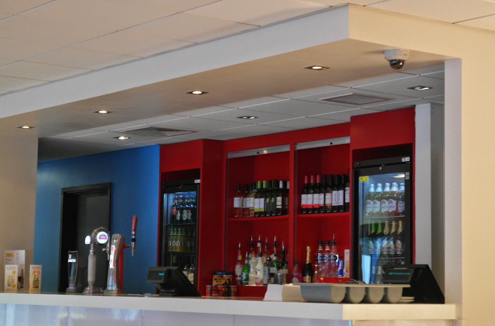 Travelodge Birmingham Airport bar