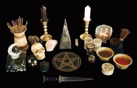 PaganTreeHouse: Pagan Altar