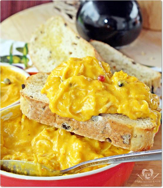 Receita fácil de crme de abóbora com frango desfiado servido com arroz branco e batata palha