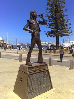 foto-estatua-bon-scott