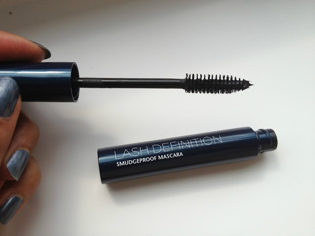 Liz Earle Lash definition smudgeproof mascara brush wand