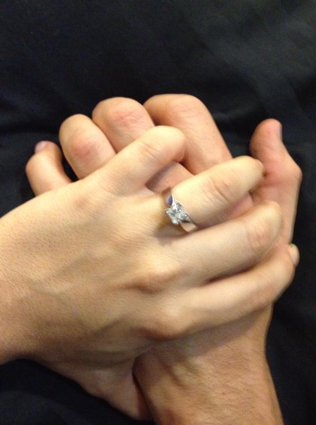 Cómo elegir el PERFECTO anillo de compromiso Glamour - fotos de anillos de compromiso en la mano