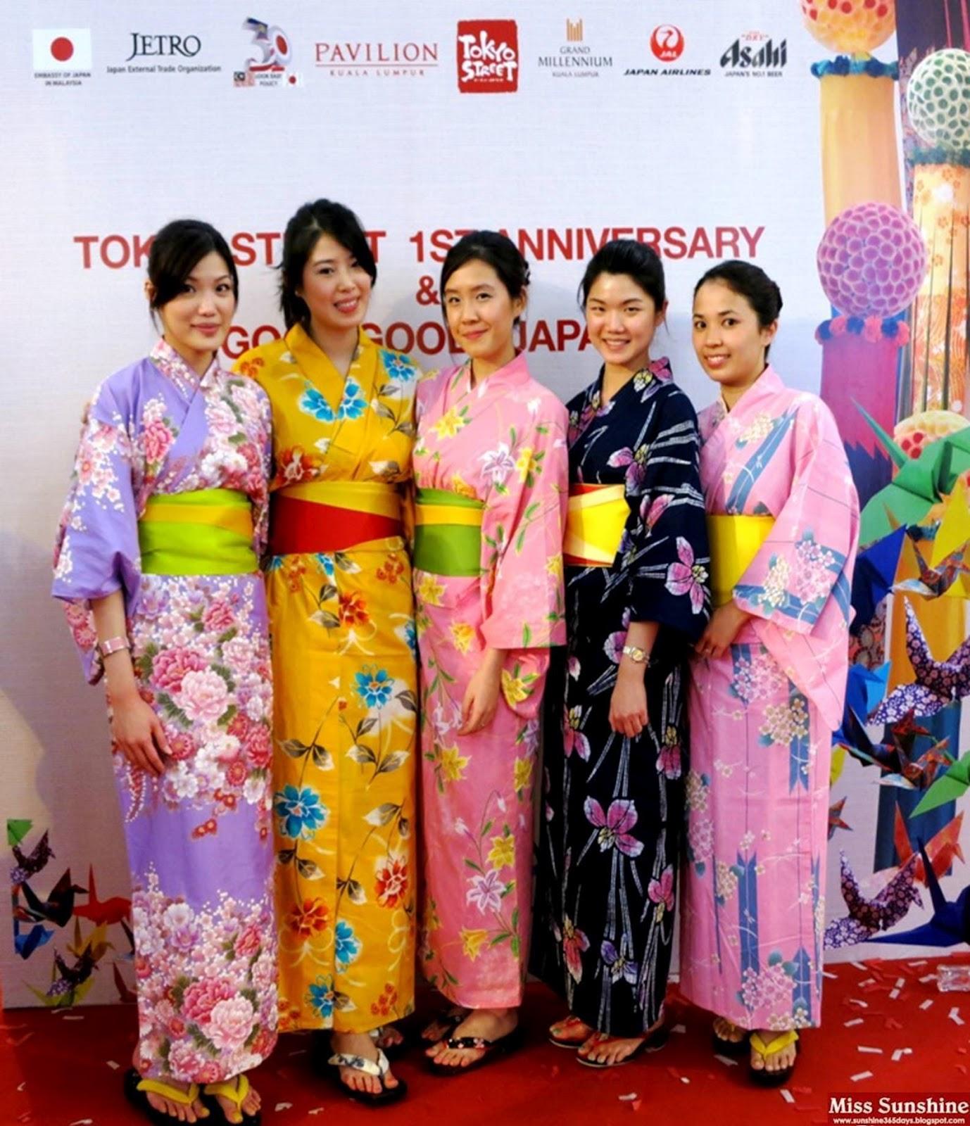 http://1.bp.blogspot.com/-fkuuEGeVhzU/UBBdQl3ScSI/AAAAAAAALLY/0lJovuiIy68/s1600/Tokyo+Street+Anni+4.jpg
