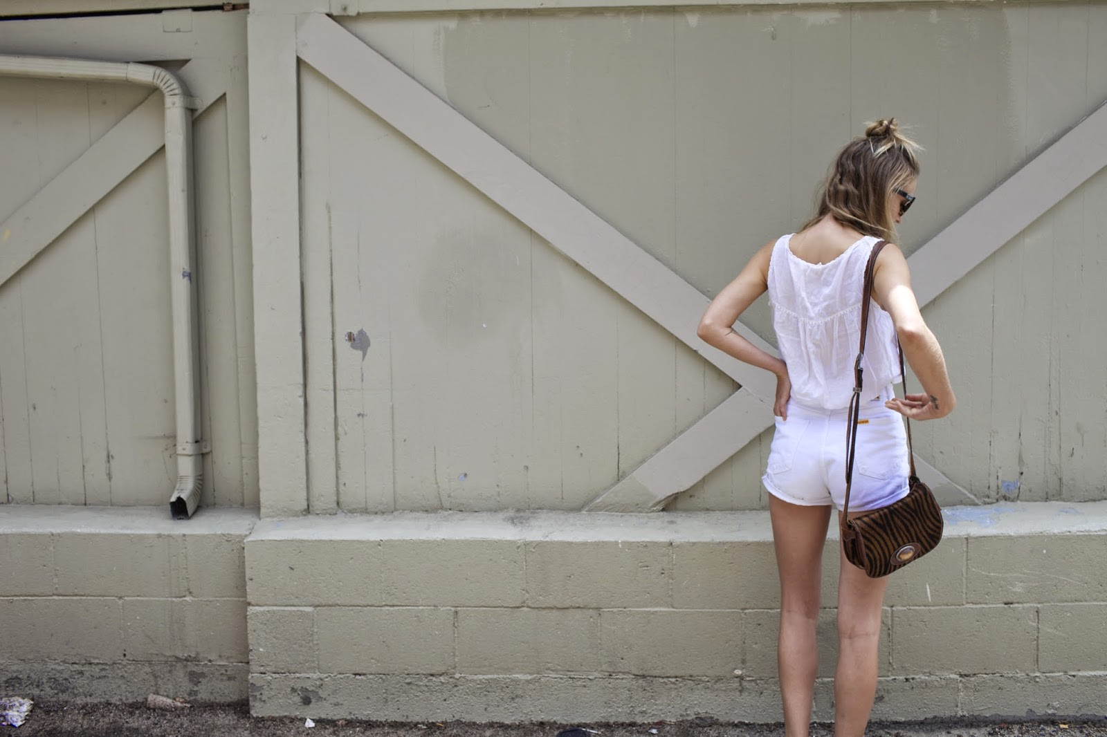 all white blogger look street stye white crop top and high waisted denim and birkenstock arizona