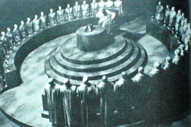 Mayday adalah Hari Kelahiran Illuminati