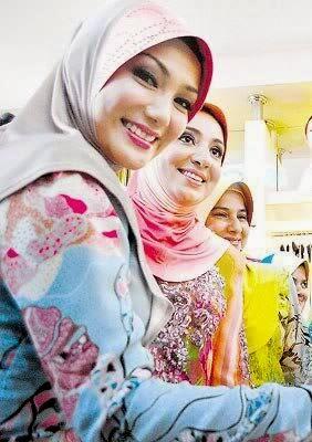 """<img src=""""cara-memutihkan-wajah-alami.jpeg"""" alt=""""rahasia cantik wanita indonesia""""/>"""