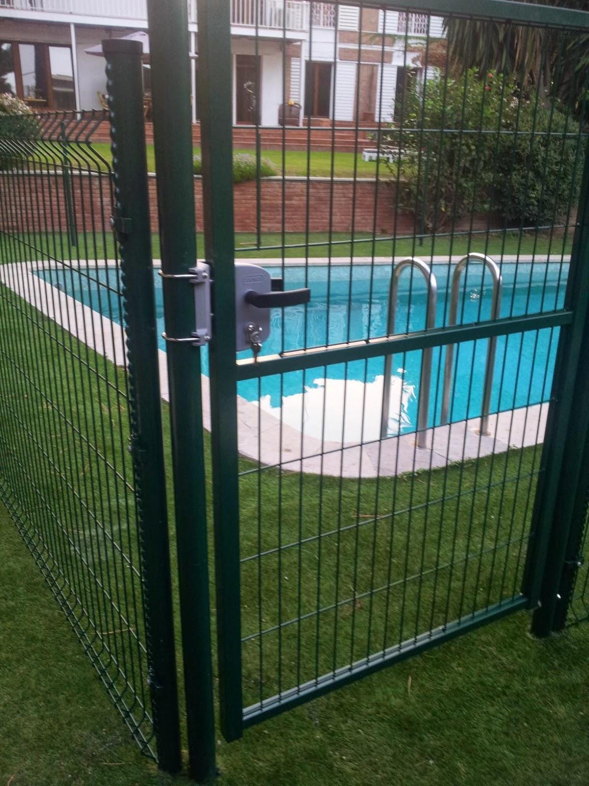 Grupo aquos instalacion de valla delimitadora en jardin - Puertas para vallas ...