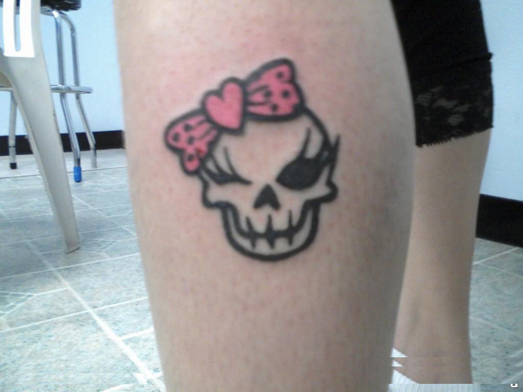 Girls Skull Thigh tattoos