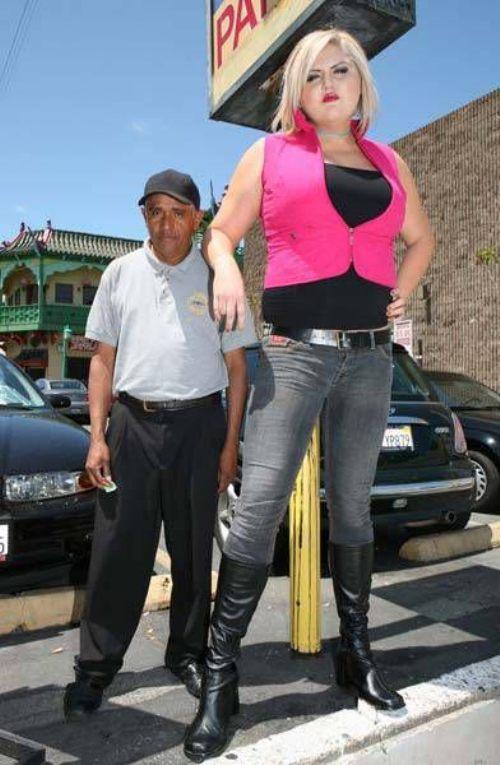 huge girl 3 ΔΕΙΤΕ: Η ψηλότερη και δυνατότερη ξανθιά στον κόσμο!!!