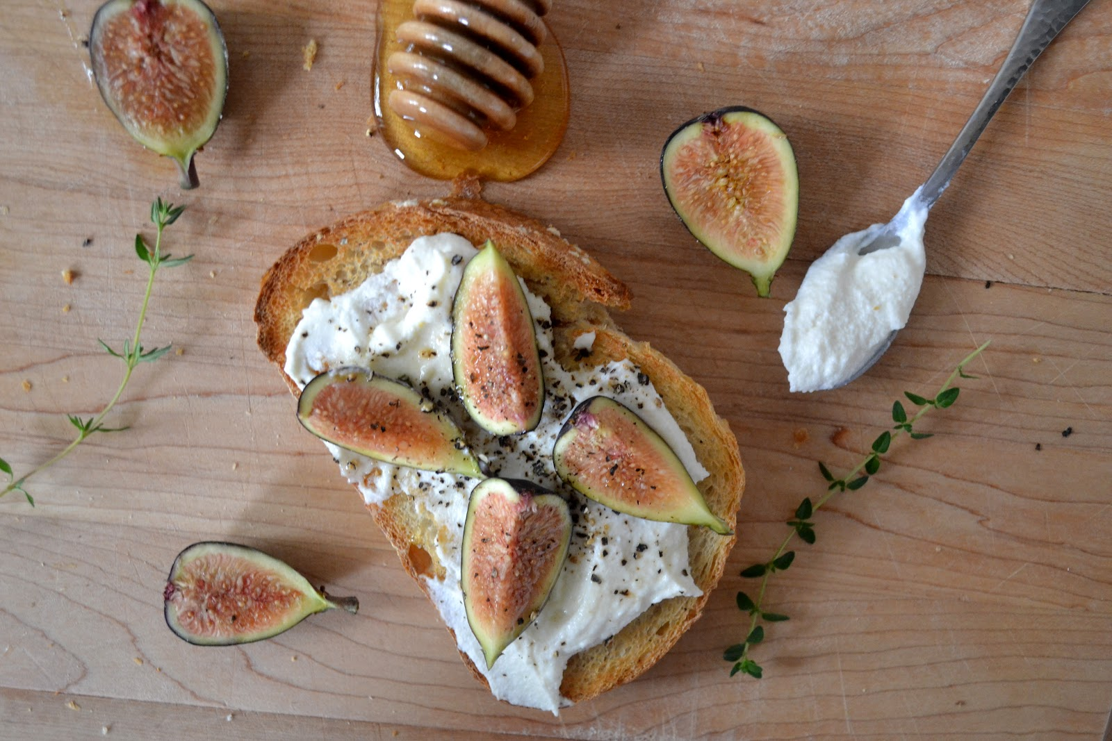... Thanksgiving Appetizer:: Fig and Ricotta Crostini with Honey & Thyme