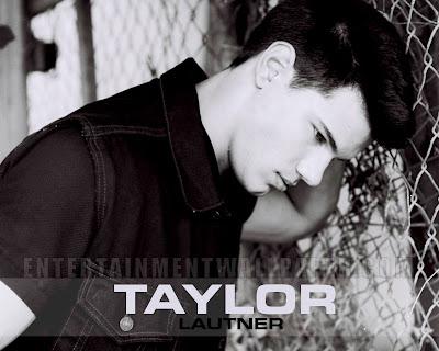 http://1.bp.blogspot.com/-fm9IQw9FYPk/T2MYewPcgMI/AAAAAAAAOlI/oomu3U6ORm8/s1600/Taylor-Lautner-wallpapers-4.jpg