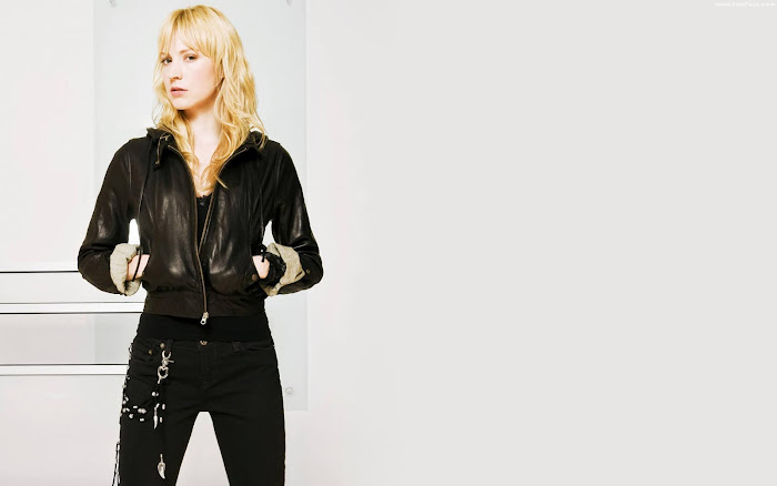 Beth Riesgraf HD Wallpaper -02