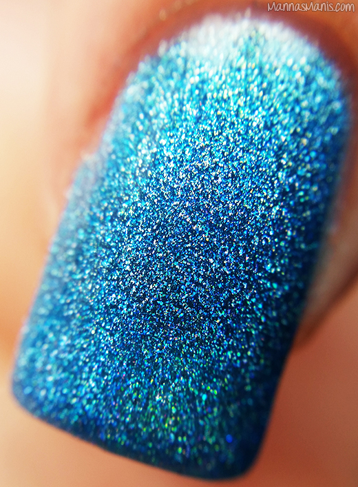 Dynamic Polish Bombshell Blue macro swatch