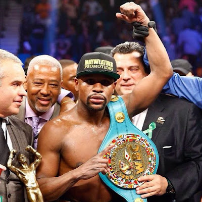 Floyd Mayweather defeats Andre Berto