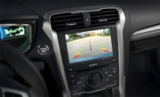 système de navigation 2013 ford fusion ici à montréal, intérieur technologiquement impécable.