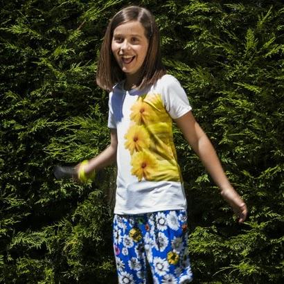 http://molola.es/shop/es/camisetas-y-blusas/42-camiseta-erika.html