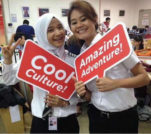 PROFIL & FOTO Noor Hafizah Pilot Cantik Air Asia Pakai Jilbab