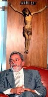 O cruscifixo que lula deu a elza