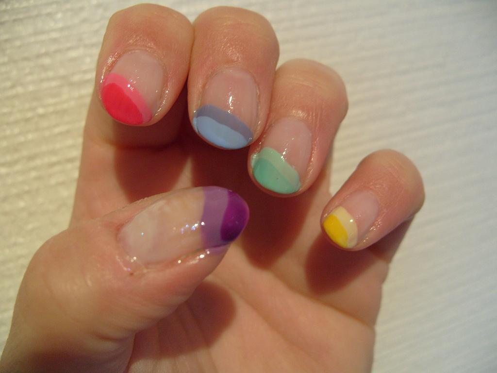 Маникюр френч разноцветный