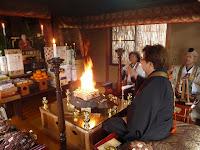 二代目が弘法大師を祀り祈祷護摩を焚く。