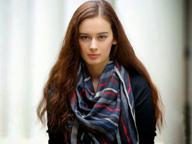 Evelyn+Sharma+Hd+Wallpapers+Free+Download038