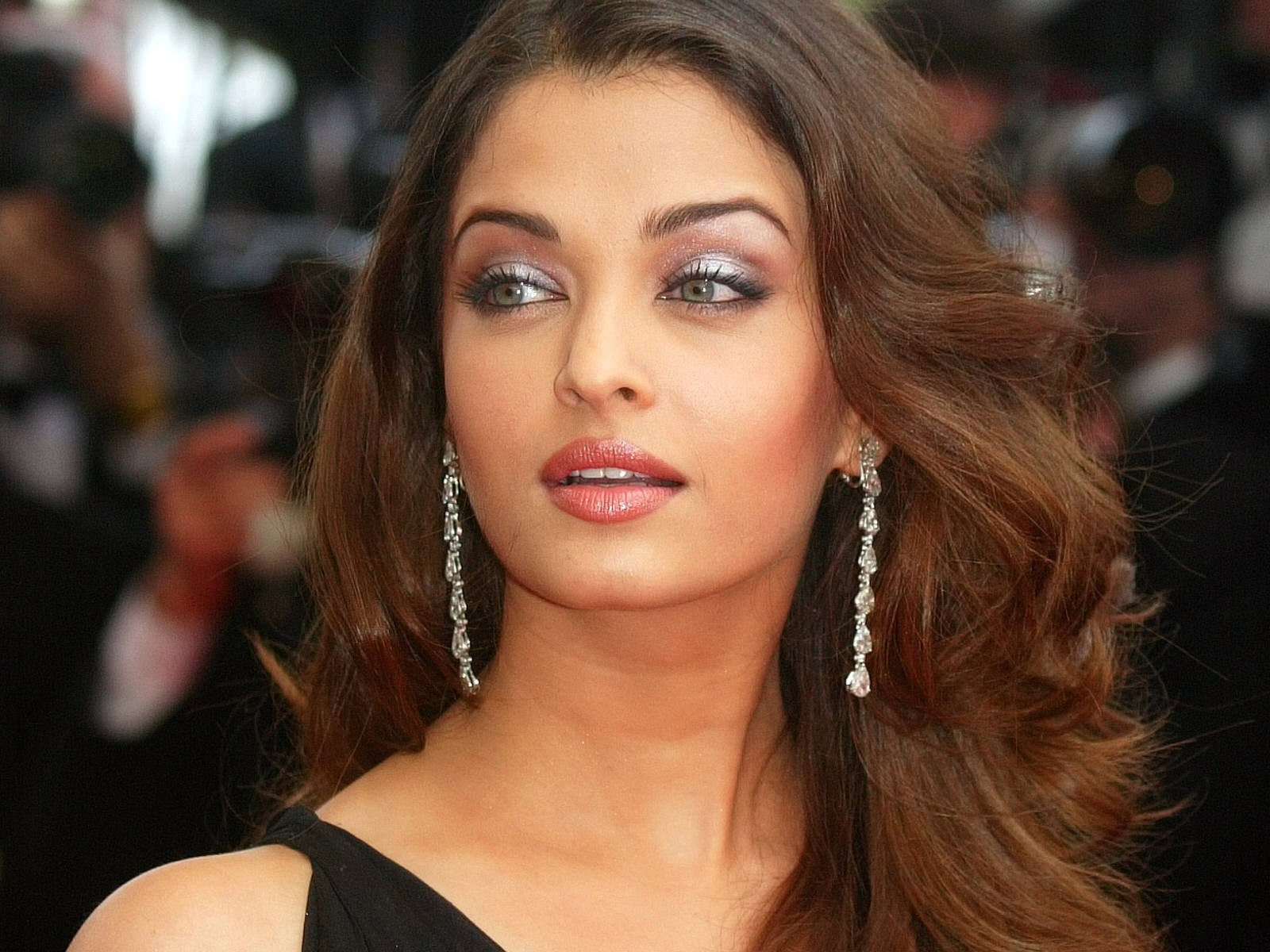 Aishwarya Rai Latest Hairstyles, Long Hairstyle 2011, Hairstyle 2011, New Long Hairstyle 2011, Celebrity Long Hairstyles 2038