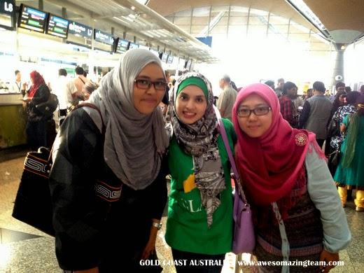 Adibah, Safarina dan Alaa bergambar di KLIA sebelum bertolak ke Gold Coast