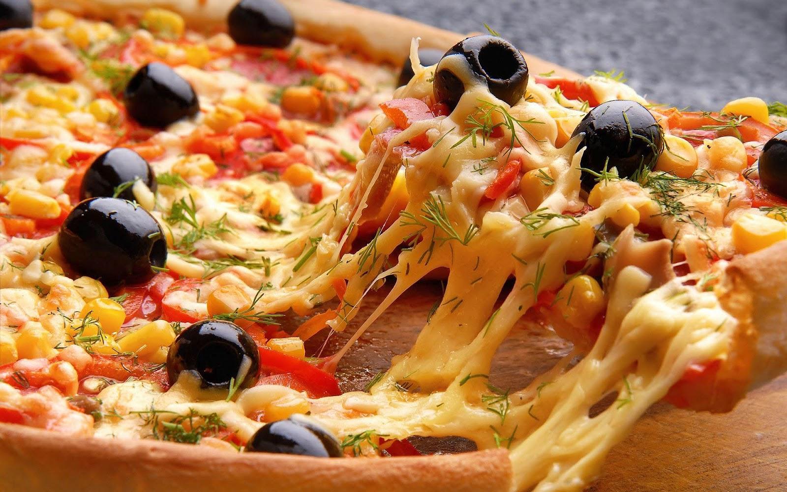 http://1.bp.blogspot.com/-fo2zvY5mUOg/UEUHMRR0I_I/AAAAAAAAF-I/W0eLJOuXG-w/s1600/hd-pizza-wallpaper-lekkere-verse-pizza-met-gesmolten-kaas-en-hd-eten-achtergrond-foto.jpg