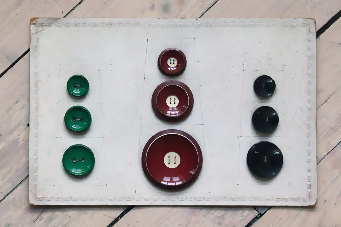 a swap: fifties or sixties; green, red and black buttons
