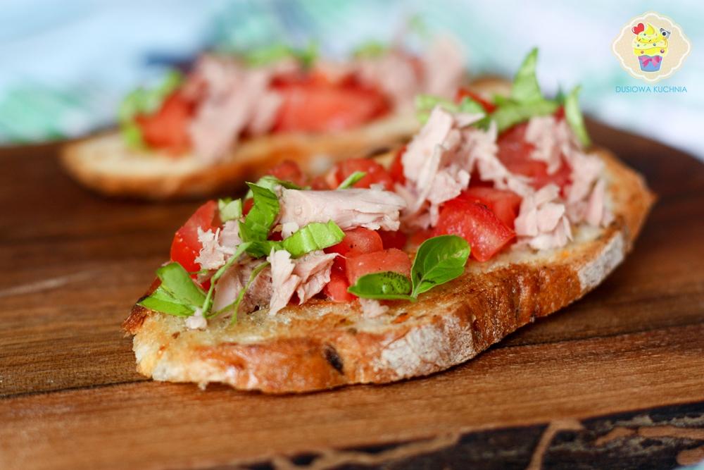grzanki z tuńczykiem, przepisy na grzanki z rybą