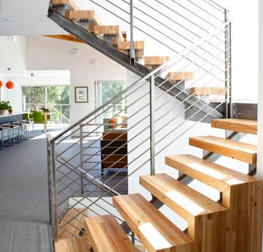 Fotos de escaleras escalones de madera para escalera de for Escaleras de madera y hierro para casas