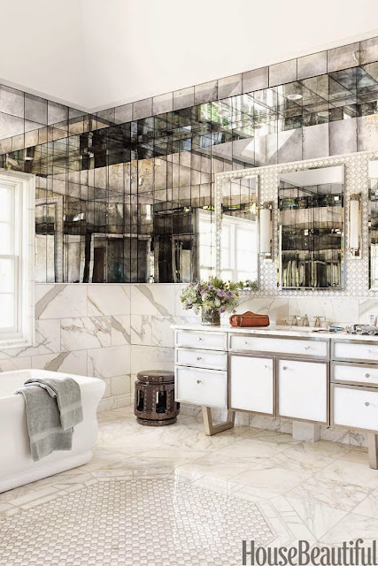 mirrored walls in whit bathroom