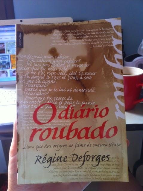 Capa do livro O Diário Roubado, da escritora Régine Deforges