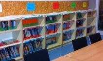 Consulta de llibres de la biblioteca de l'escola