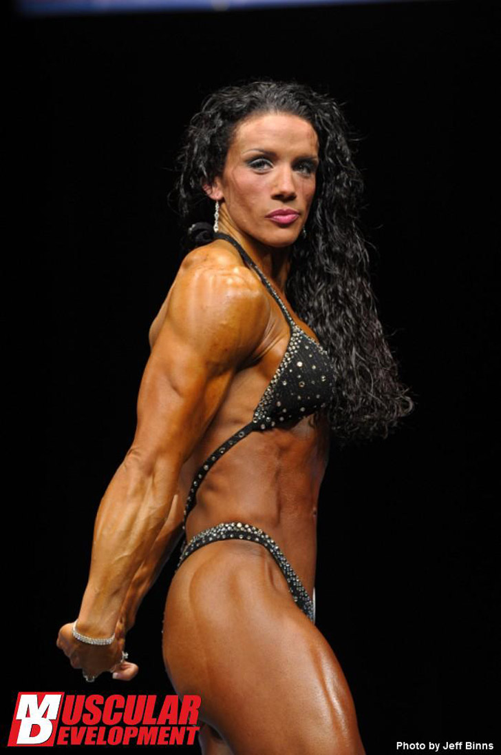 Sarah Martin Flexing Her Tricep At The 2011 NPC Junior USA