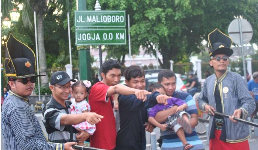 Awas.! Hantu Ramadhan Keliaran di Titik Nol KM Jogja