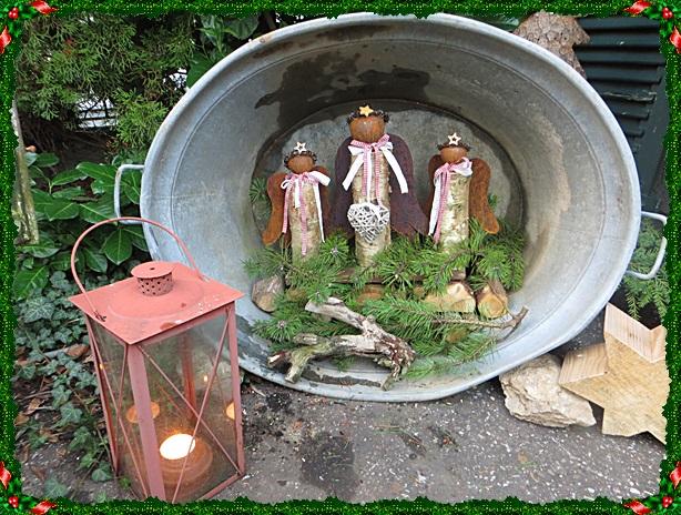 da ich nirgends eine mglichkeit habe die deko unter dach aufzustellen habe ich diese notlsung gewhlt und die drei engel in eine groe zinkwanne gesetzt - Weihnachtsdeko Garten Ideen