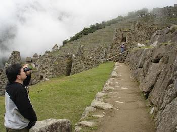Explorando Machu Picchu