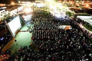 Multidão se reúne em Barra de Santa Rosa para assistir filme produzido na cidade