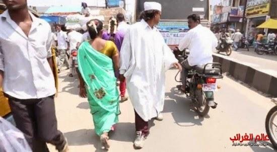 رجل يمشي للوراء، رجل هندي، عالم العجائب