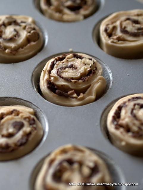 bułeczki maślane z czekoladą, bułeczki muffinkowe, z cynamonem, rolls, na drożdżach, ciastka, deser, śniadanie, czekolada, moje wypieki, najlepsze przepisy , domowe jedzenie , domowe wypieki , jak z cukierni