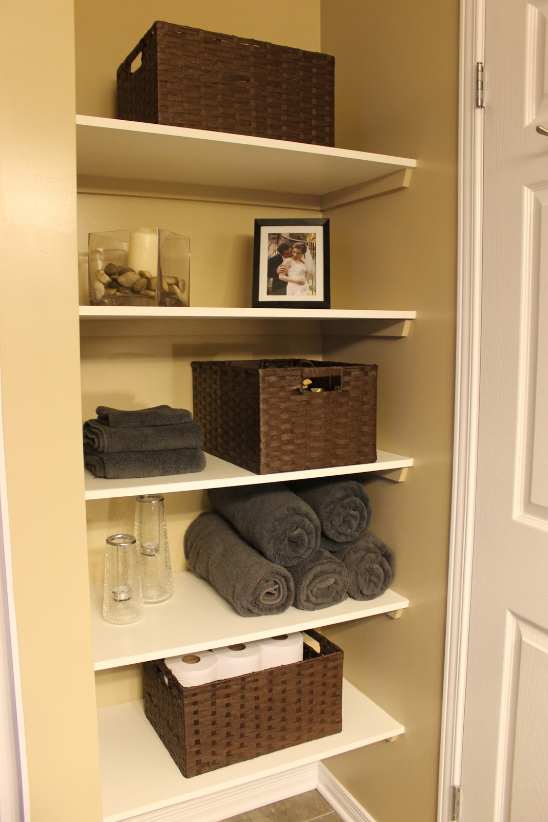 Km decor diy organizing open shelving in a bathroom for Bathroom decor and storage