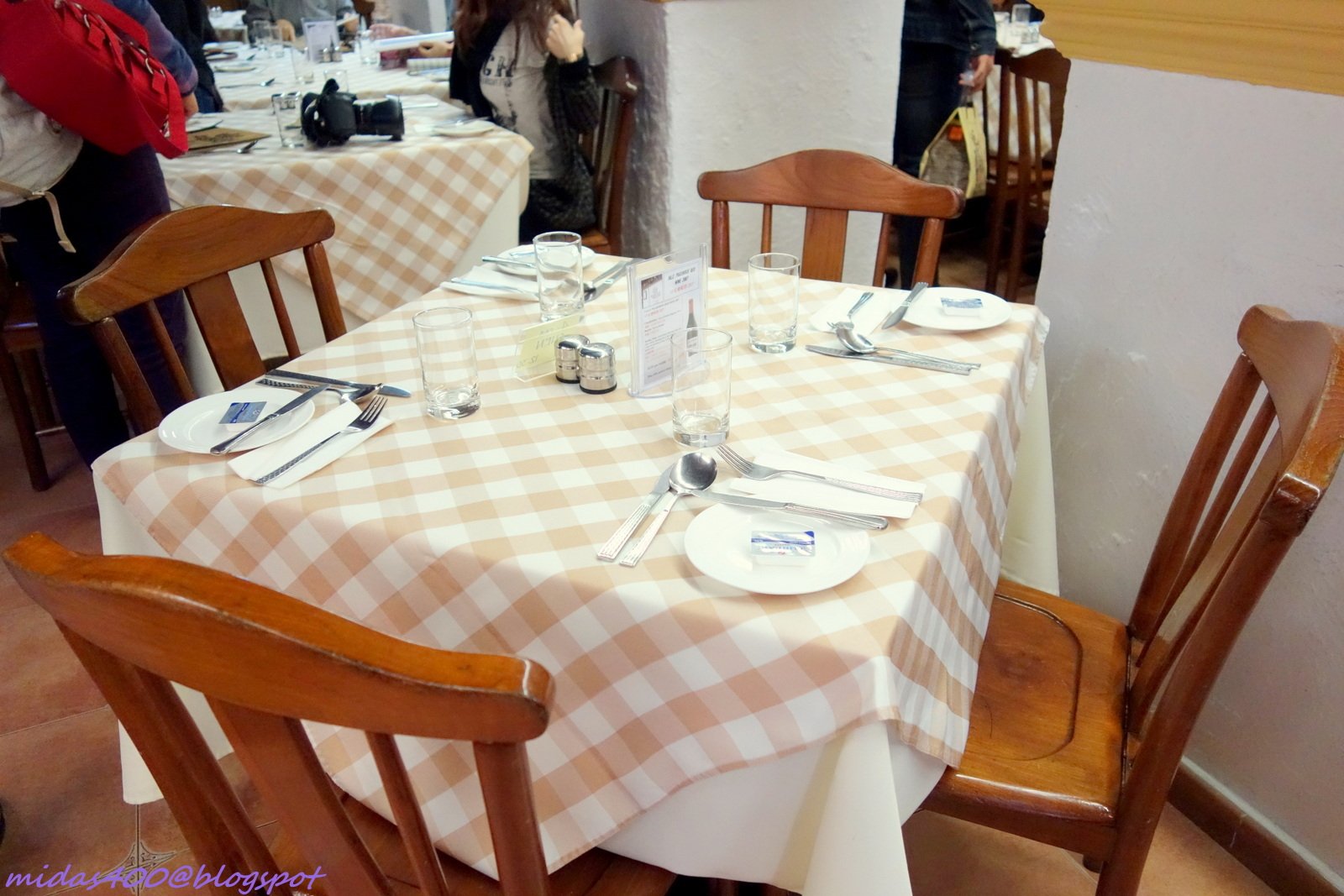 Simple restaurant table setting - We Got A Tiny Table At The Corner