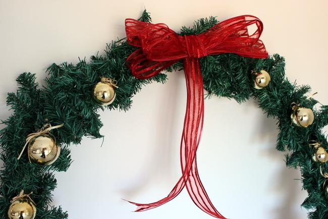 Stylish Settings: Giant Christmas Wreath